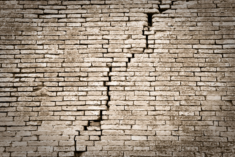 Shutterstock196241801---cracked-crumbling-foundati