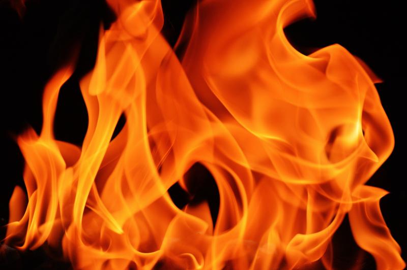 Flame-1444588_1920