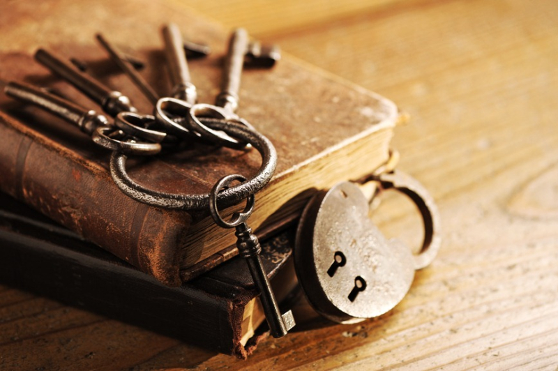 Lock-with-Keys-on-books_S